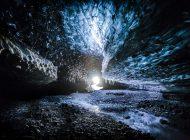 غارهای یخی وهمانگیز ایسلند؛ به درخشش خورشید و به سپیدی برف