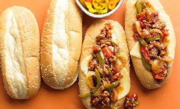 ساندویچ مخلوط سوسیس و موزارلا