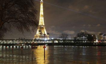 سِن طغیان کرد، پاریس غرق شد!