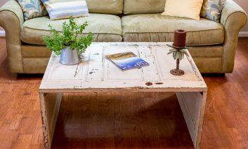چگونه از یک در قدیمی یک میز آنتیک بسازیم؟