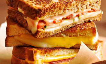 ساندویچ پنیر کبابی
