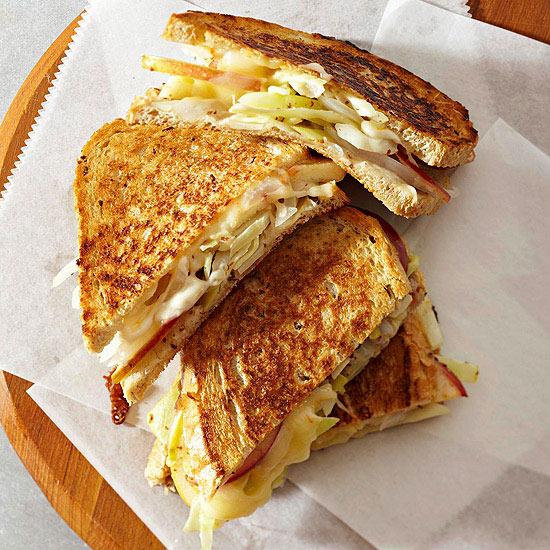 ساندویچ پنیر، کلم و سیب
