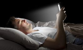 ۱۰ آسیبی که هر روز به خوابمان میزنیم