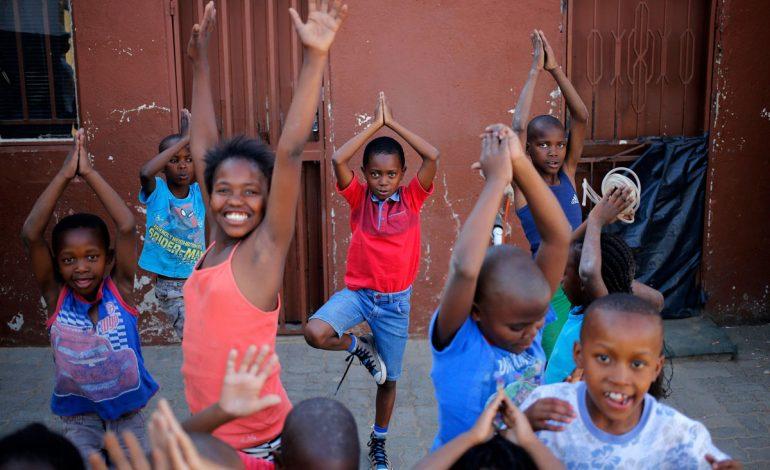یوگا؛ کلاسی برای دور کردن استرس از بچه مدرسهایها