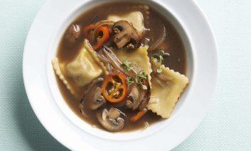 طرز تهیه سوپ قارچ و راویولی گوشت