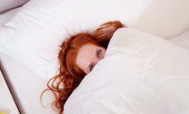 در هنگام خواب، این ۱۰ آسیب را به موهاتان نزنید