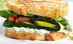 ساندویچ پنیر کبابی برای ناهار