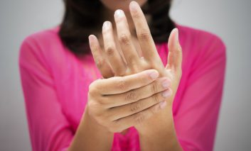 علل خشکی پوست، خستگی، درد مفاصل و گرفتگی عضلانی