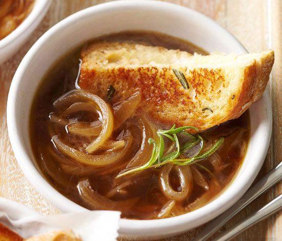 طرز تهیه سوپ فرانسوی پیاز و رزماری