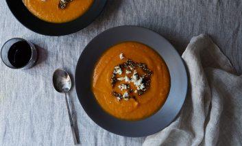 طرز تهیه سوپ سیبزمینی شیرین با پنیر فتا