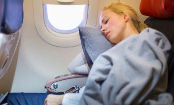 ۱۰ نکته برای داشتن خوابی عمیق در هواپیما!