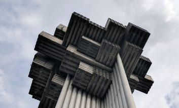 تجسم خاطرات جنگ یوگسلاوی در بناهای مفهومی و عجیبی از جنس سیمان