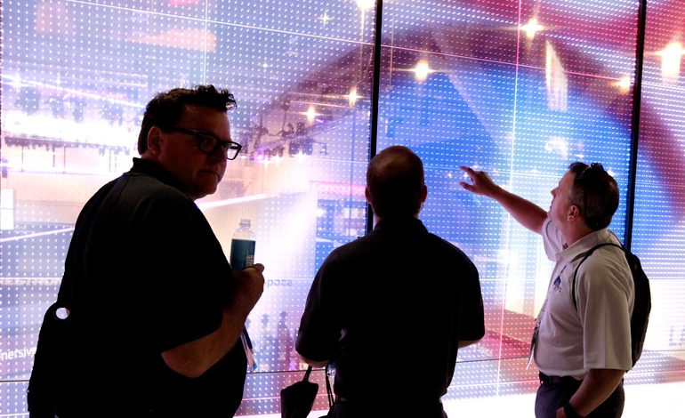 OLED شفاف، آینده تابلوهای تبلیغاتی دیجیتال