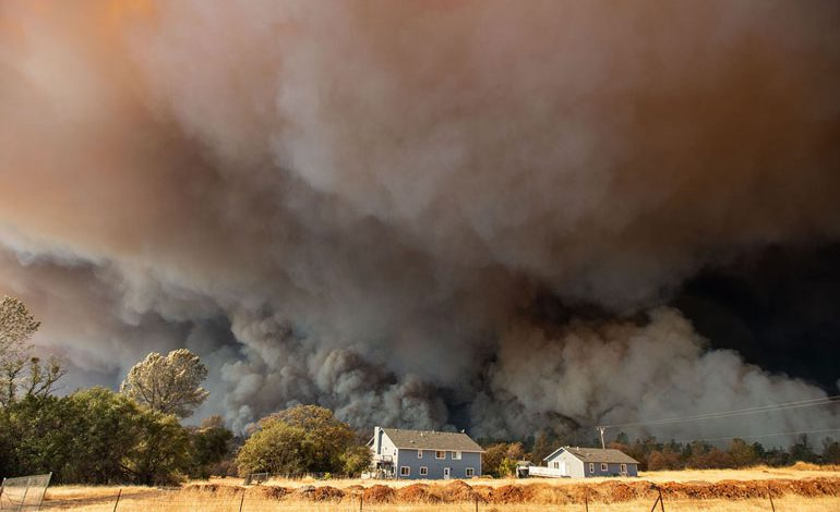 A-Wind-Whipped-Wildfire-Ravages-Paradise,-California-(13)