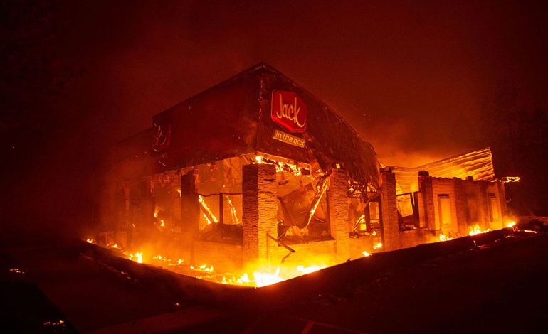 A-Wind-Whipped-Wildfire-Ravages-Paradise,-California-(19)