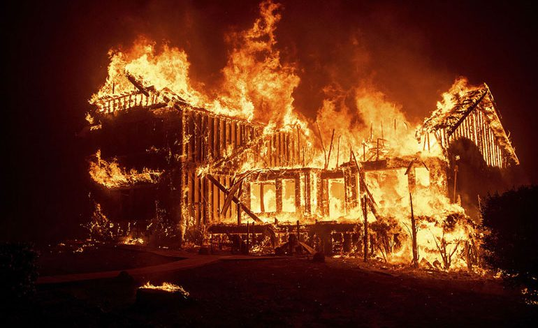 A-Wind-Whipped-Wildfire-Ravages-Paradise,-California-(5)