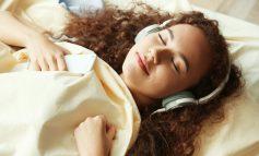 آیا به هنگام خواب موسیقی گوش میدهید؟