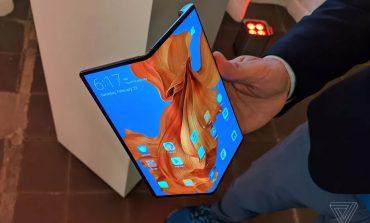 Huawei Mate X، موبایلی با نمایشگر تاشو که رقیبی لاغراندام برای گلسی فولد