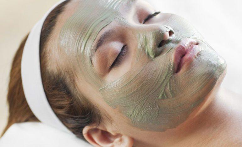 تهیه خانگی بهترین ماسکهای صورت: پوستهای چرب و مستعد آکنه
