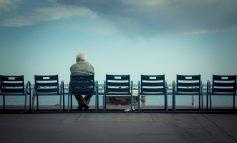 طبق نظرسنجی، یک سوم میانسالان احساس تنهایی میکنند