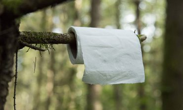 اهل سفر و کمپ هستید؟ پس یاد بگیرید توالت صحرایی درست کنید!