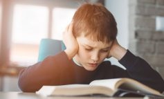 هنگام خواندن کتاب حواستان پرت میشود؟ این راهحلها را امتحان کنید