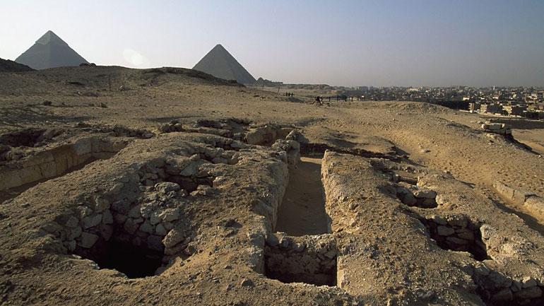ورودی مقبرههای سازندگان اهرام، مجموعه اهرام جیزه